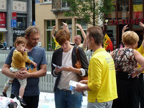 2014-7-20-minghui-belgium-brussel-03