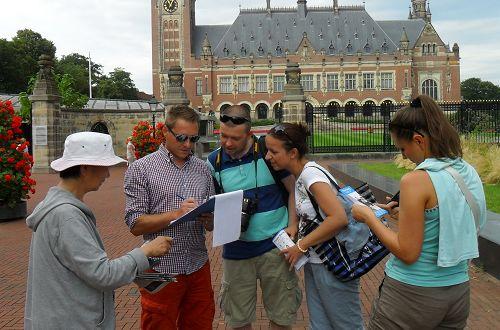 2014-7-21-minghui-falun-gong-holland-02