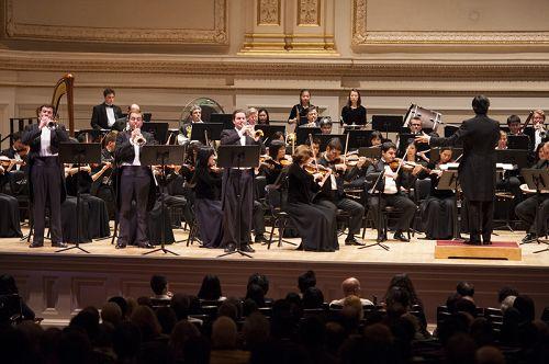 2014-10-12-minghui-shenyun-symphony-ny-03