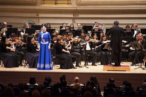 2014-10-12-minghui-shenyun-symphony-ny-05