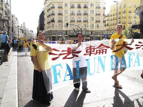 2014-10-4-minghui-falun-gong-madridparade-03