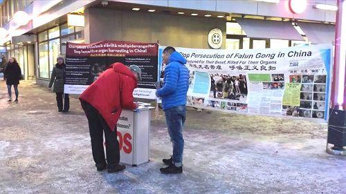 2014-12-11-minghui-finland-humanrightsday-01