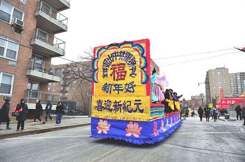 2015-2-23-minghui-newyork-parade-02
