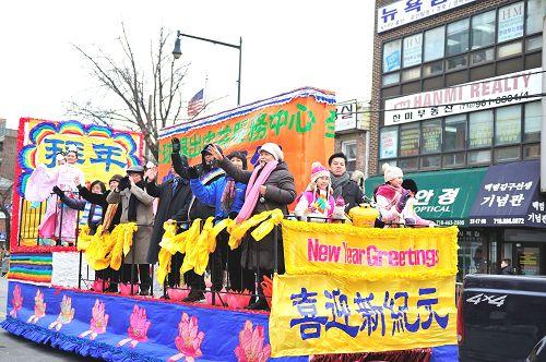 2015-2-23-minghui-newyork-parade-03