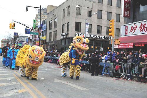 2015-2-23-minghui-newyork-parade-04