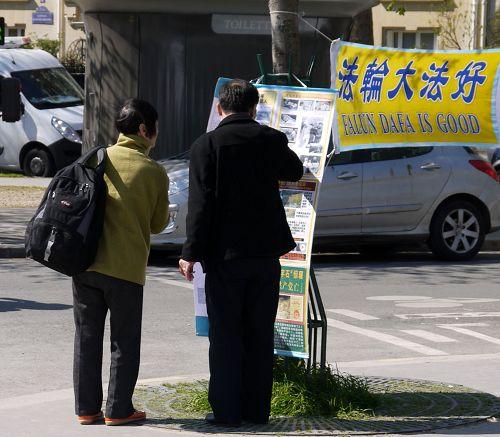 2015-4-19-minghui-falun-gong-paris-02