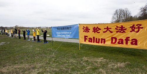 2015-4-25-minghui-falun-gong-sweden-01