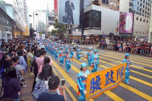 2015-4-26-minghui-hk-parade1-425-07