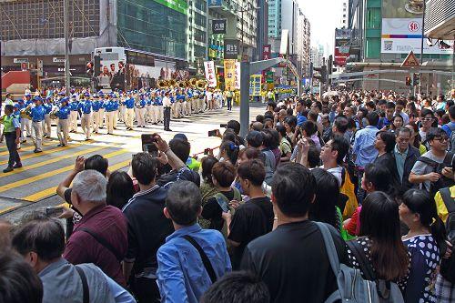 2015-4-26-minghui-hk-parade1-425-08