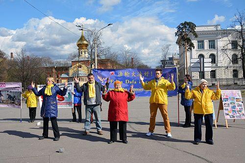 2015-4-27-minghui-russia-425-07