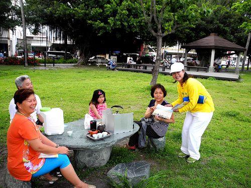 2015-5-12-minghui-513-taidong-cele-06