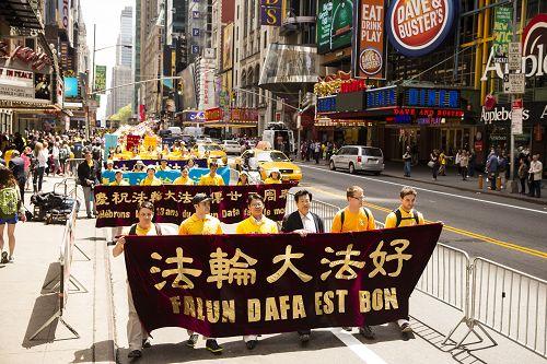 2015-5-16-minghui-513-newyork-grand-parade-03