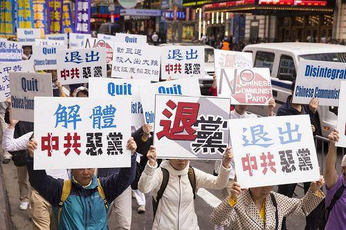 2015-5-17-minghui-falun-gong-unparade-03