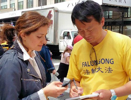 2015-5-17-minghui-falun-gong-unparade-06