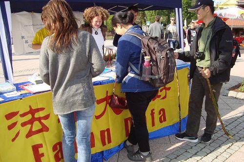 2015-5-28-minghui-falun-gong-germany-03