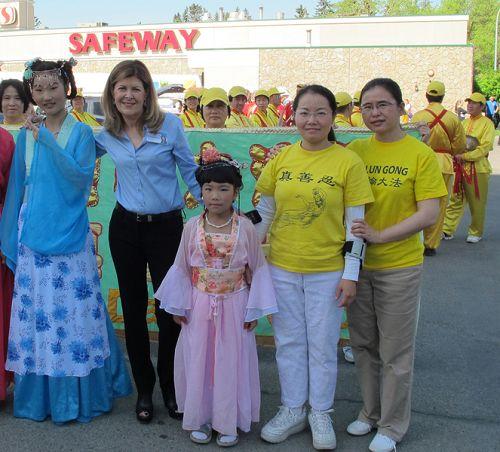 2015-6-5-minghui-falun-gong-calgary-05