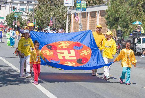 2015-7-4-minghui-falun-gong-sanfranscisco-03