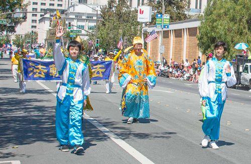 2015-7-4-minghui-falun-gong-sanfranscisco-05