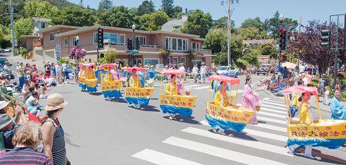 2015-7-4-minghui-falun-gong-sanfranscisco-09