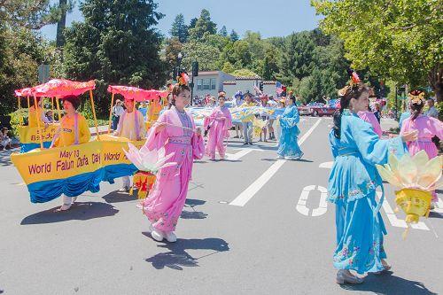 2015-7-4-minghui-falun-gong-sanfranscisco-10