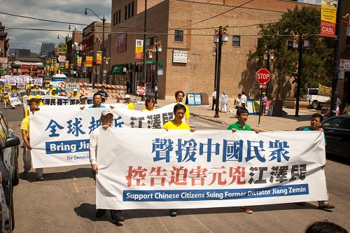 2015-8-2-minghui-chicago-parade-03